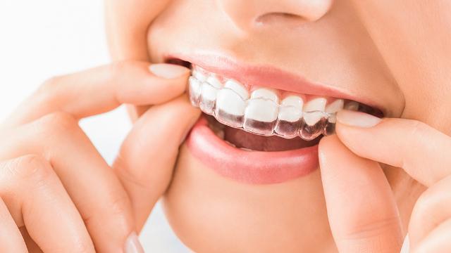 موعد الحق عنوان لصقات تبيض الاسنان من كرست Comertinsaat Com
