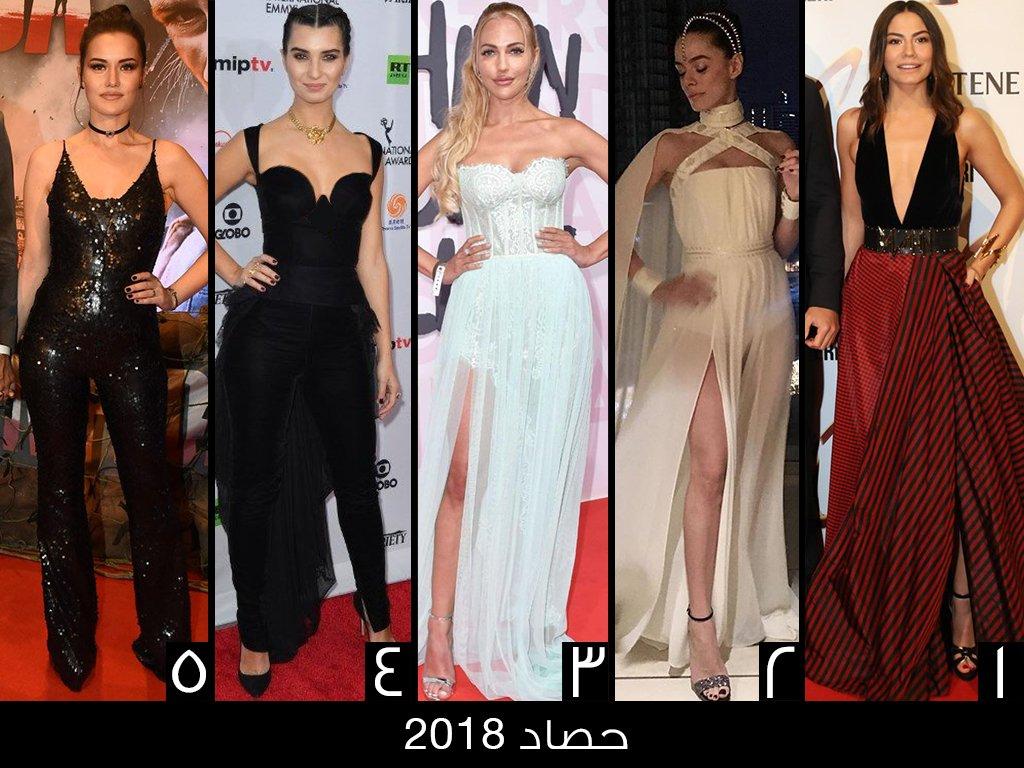 472bdca7a294d لجأت Demet Ozdemir خلال مهرجان الفراشة الذهبية إلى فستان مزج بين اللونين  الأحمر والأسود.