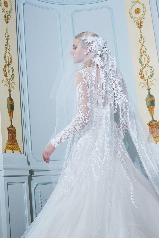 2ec2e23148659 مجلة زهرة السوسن - أجمل الطرحات التي تناسب ستايل كل عروس مهما كان ذوقها
