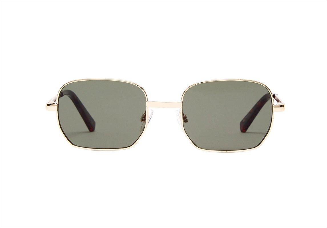 dea92a553 مجلة زهرة السوسن - موديلات نظارات شمسية تناسبكِ إن كنتِ صاحبة وجه مستدير
