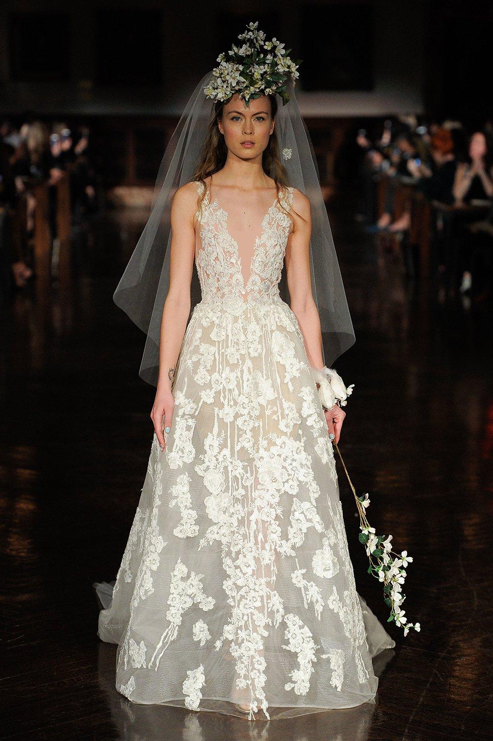 c6d832c92 مجلة زهرة السوسن - أجمل الطرحات التي تناسب ستايل كل عروس مهما كان ذوقها