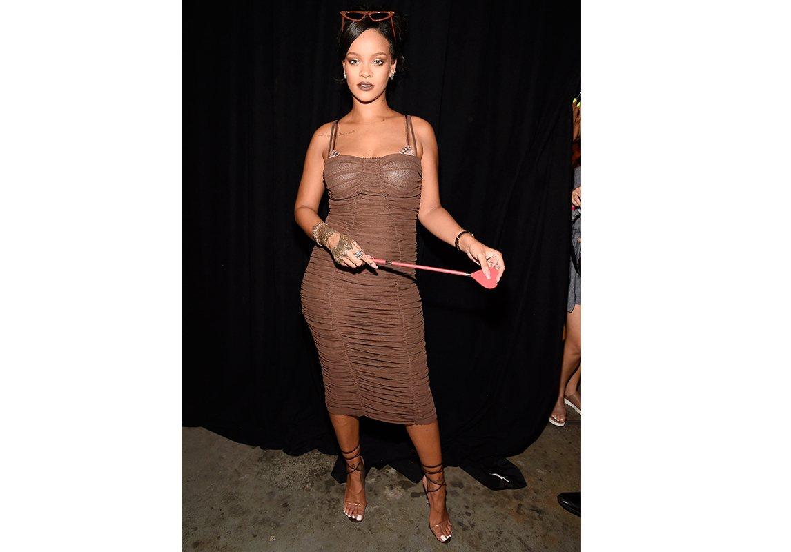 7874dedfee224 أطلقت Rihanna مجموعة لانجري من توقيعها ضمن عرض لم يقتصر على وجود عارضات  تقليديّات، بل تضمّن عارضات ممتلئات وحوامل كي يكون رسالة تشجيع لكل نساء  العالم.