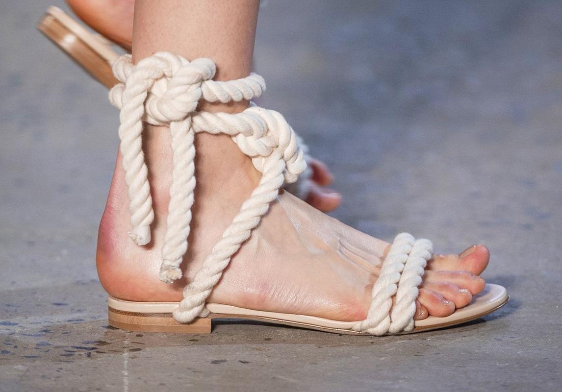 اخر صيحات الموضة ربيع 2019 حذاء تصاميم احذية صندل صنادل صيفية monse  مونس