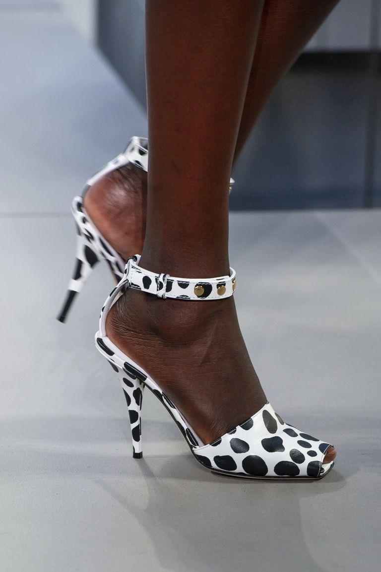 صندال صنادل احذية رائجة تصميم حذاء رائج ربيع 2019  Burberry بربري