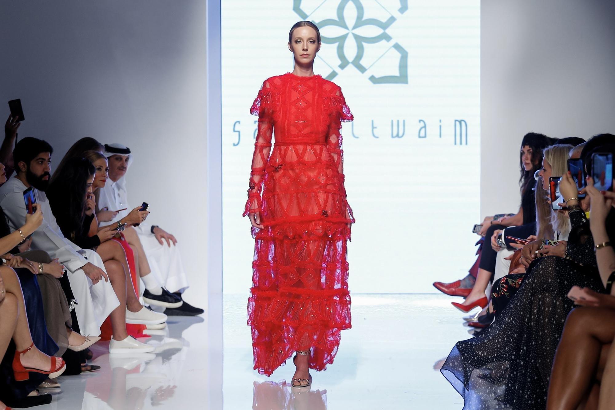 1f6e5478a06d4 مجلة زهرة السوسن - أبرز ما لفتنا خلال أسبوع الموضة العربي في دبي ...