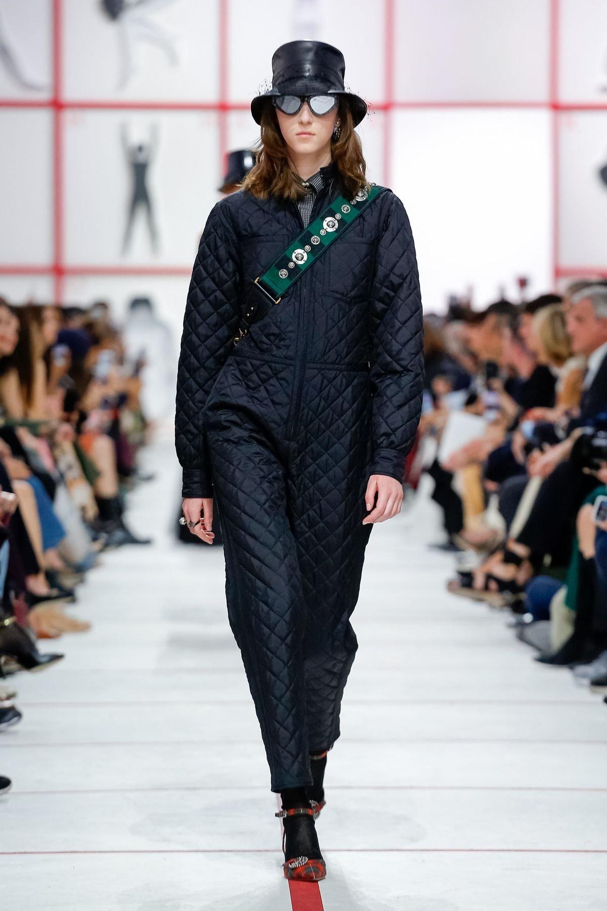 af4ebe4bd مجلة زهرة السوسن - مجموعة Dior لخريف 2019: تصاميم مستوحاة من Tomaso ...