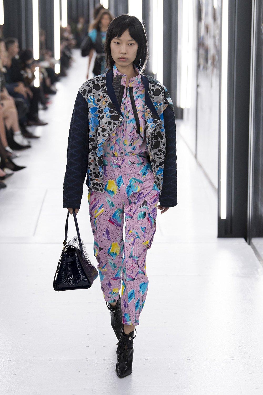 921e6766cd5da مجلة زهرة السوسن - عرض Louis Vuitton لربيع 2019 ضمن أسبوع الموضة ...