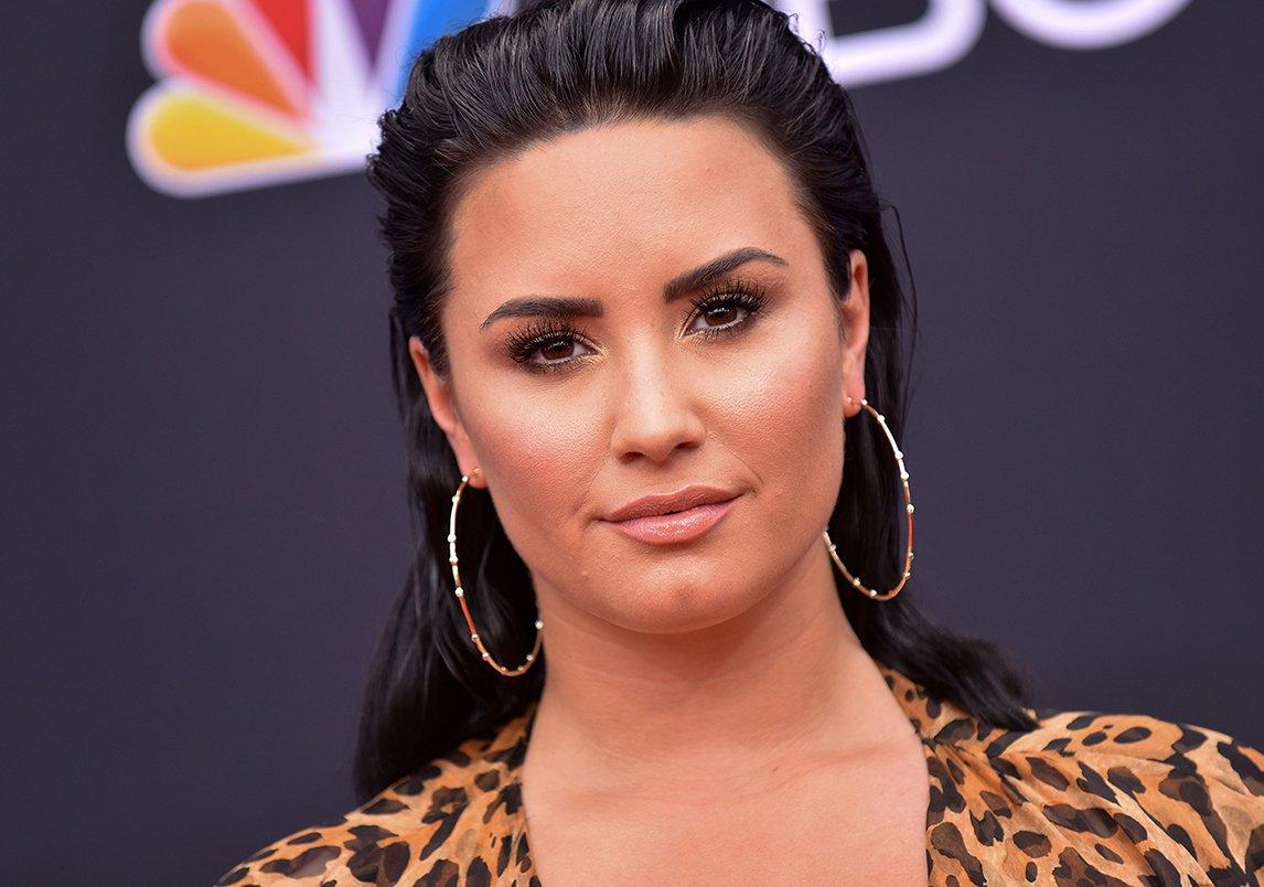 6085203bd5b3f أمّا الشخصيّة الثانية التي تلت ميغان ماركل فهي Demi Lovato وذلك بسبب  الأحداث التي طرأت على حياتها في سنة 2018. هذا العام، شكّلت المغنّية  الأميركيّة ديمي ...
