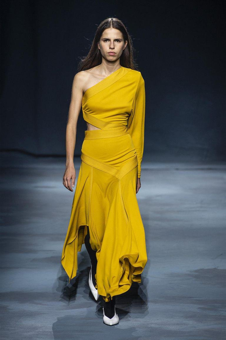 e08225a6f934e Carolina Herrera Givenchy فستان سهرة طويل فساتين سهرة صيفية فساتين صيف ربيع  2019 جيفنشي