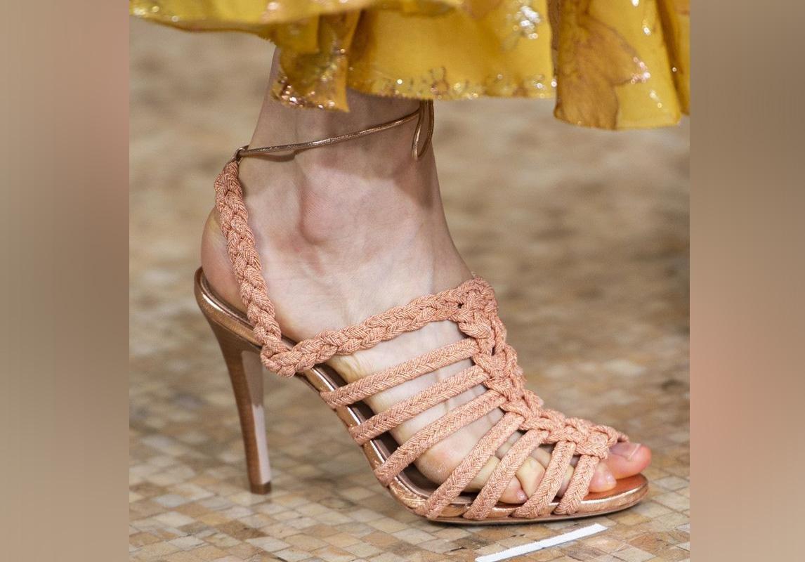 اخر صيحات الموضة ربيع 2019 حذاء تصاميم احذية صندل صنادل صيفية Ulla Johnson أولا جونسون