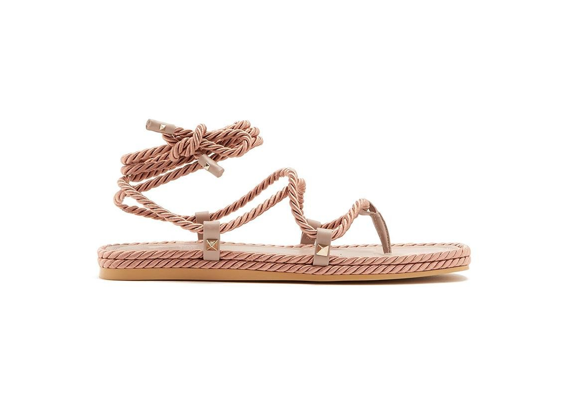 اخر صيحات الموضة ربيع 2019 حذاء تصاميم احذية صندل صنادل صيفية فالنتينو  valentino