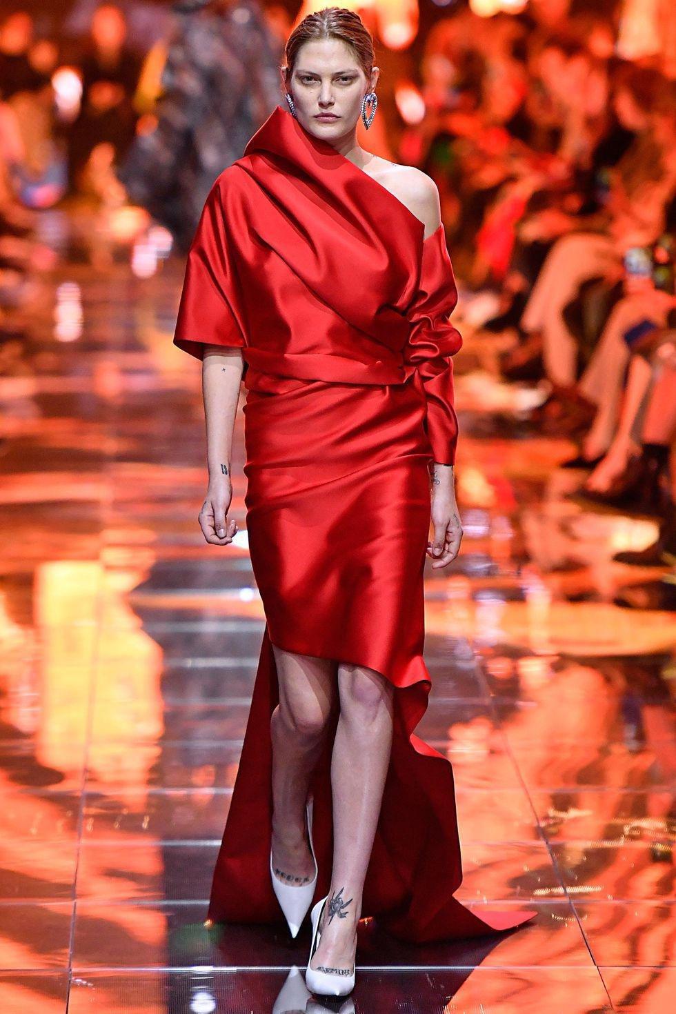 5e327f6389f90 Balenciaga فستان سهرة طويل فساتين سهرة صيفية فساتين صيف ربيع 2019 بالنسياغا