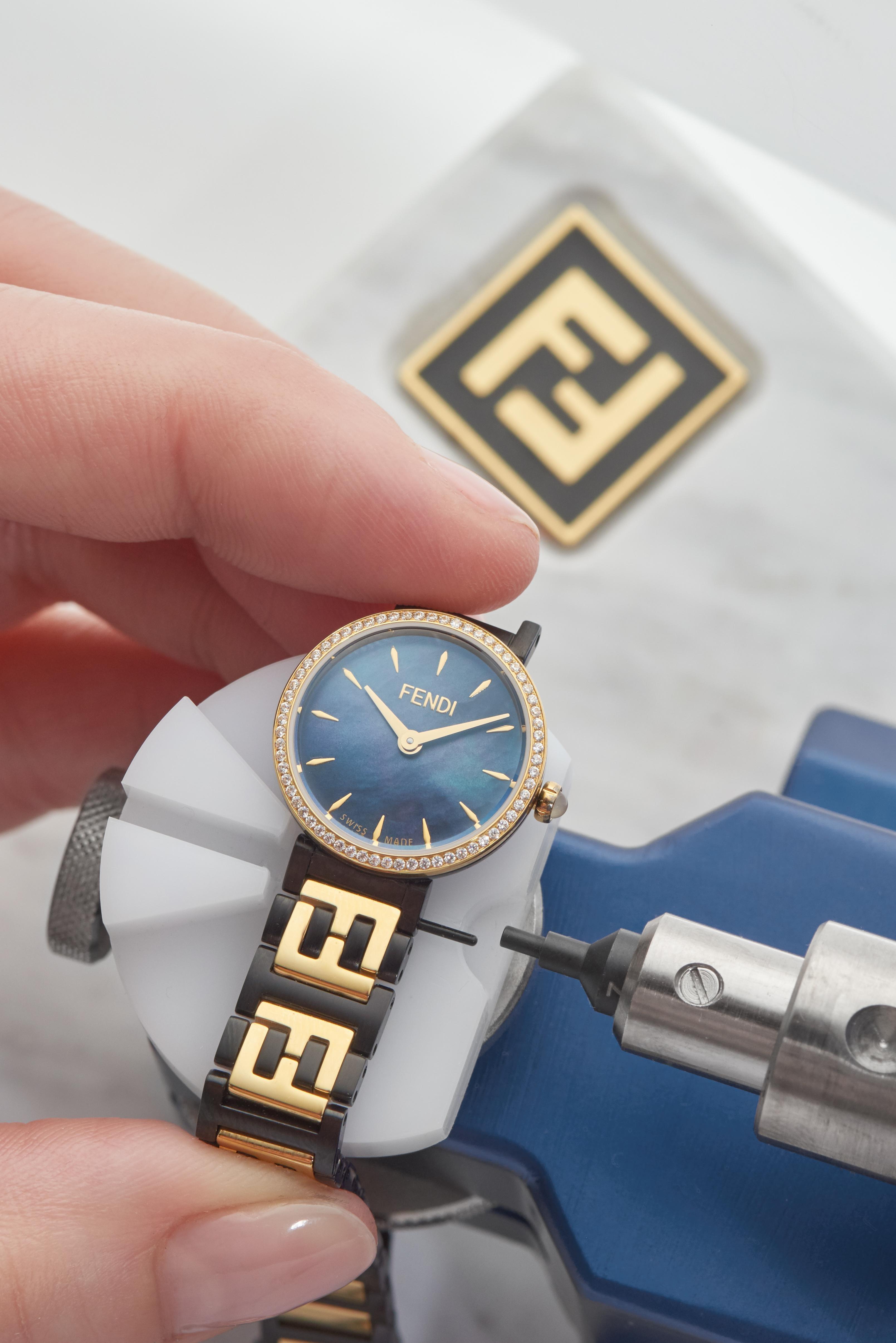 567cfb569 مجلة زهرة السوسن - Fendi تكشف عن ساعتها الجديدة Forever التي تمزج ...