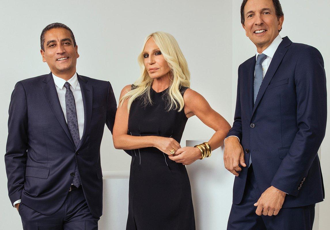 c0a8c077d5912 اشترت شركة Michael Kors دار Versace بمبلغ وقدره 2.1 مليار دولار! الجدير  بالذكر أن اسم شركة Michael Kors تغيّر ليصبح Capri Holdings، كما أنها تضمّ 3  ماركات ...
