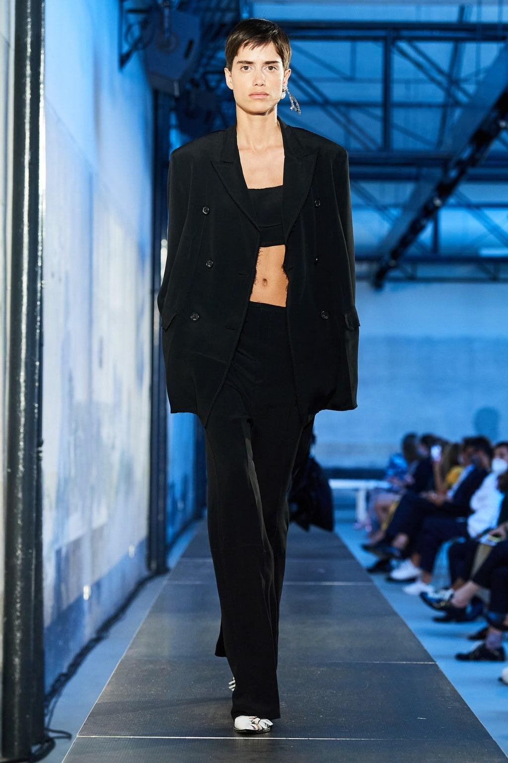 سروال واسع بليزر وسعة بناطيل وسعة موضة صيحة اخر ربيع وصيف 2021  black wide leg suit blazer fashion trend spring summer